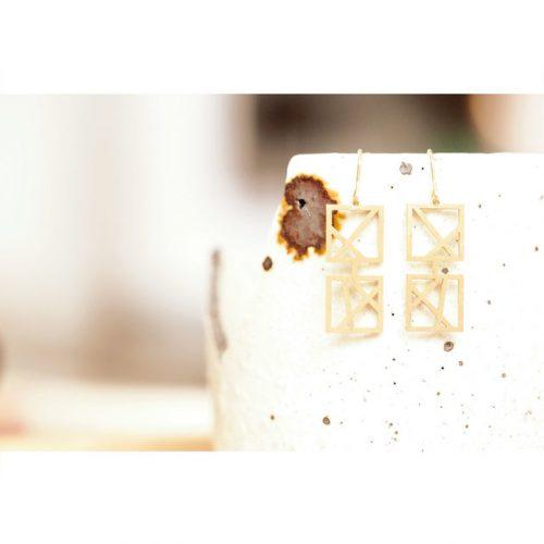 – kaku – tsuranari